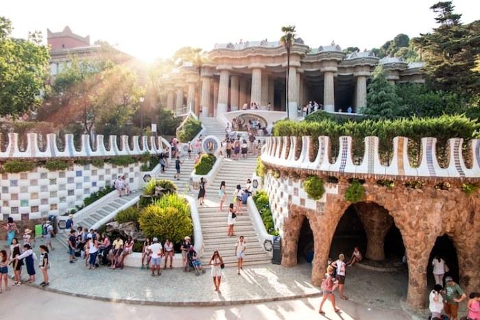 Парк Гуэля в Барселоне. | Фото: mymodernmet.com.
