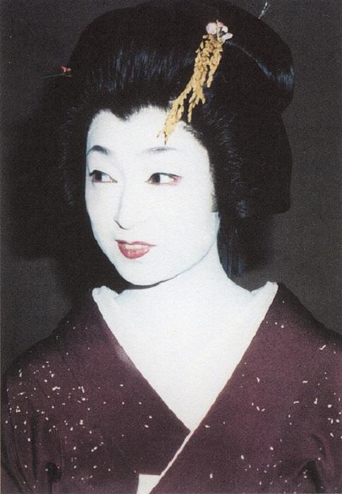 Минэко Ивасаки - известная гейша.