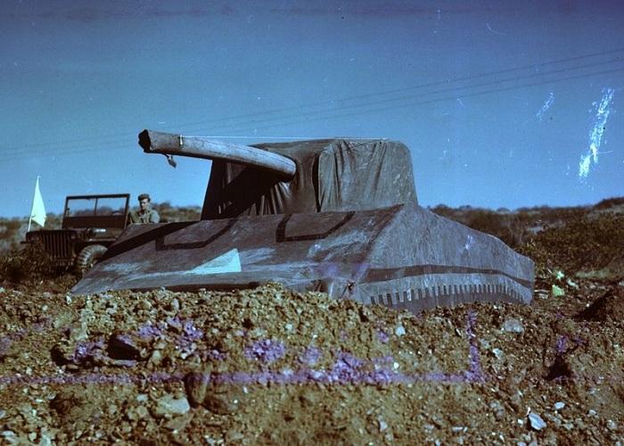 Ненастоящий танк времен Второй мировой войны, призванный дезориентировать врага.