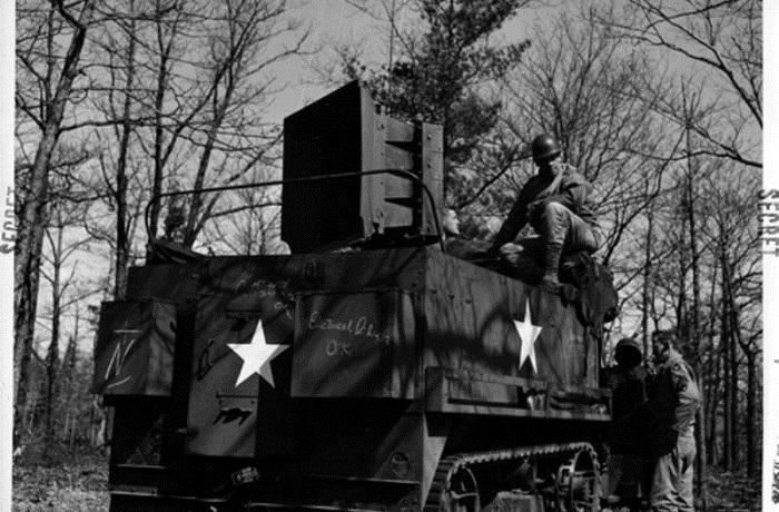 Ненастоящая боевая техника времен Второй мировой войны.