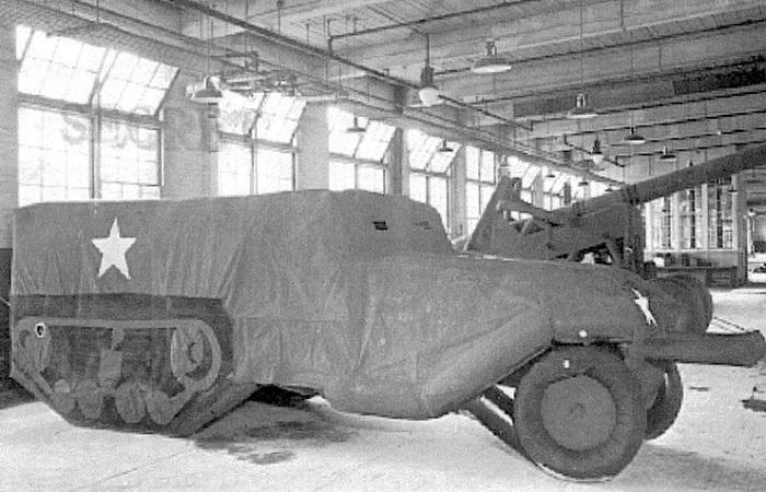 Архивное фото бутафорской боевой техники.