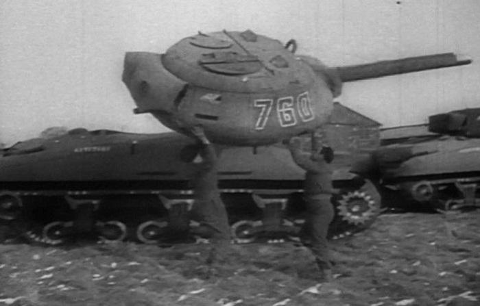 Надувной танк «Призрачной армии».