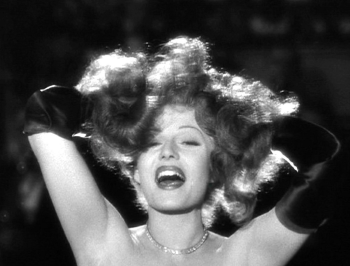 Кадр из к/ф «Gilda» (1946). | Фото: midcenturycinema.files.wordpress.com.