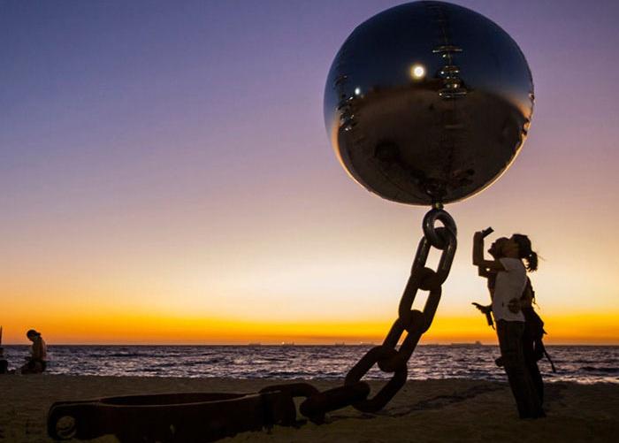 Скульптура на берегу океана от WA Sculptors.