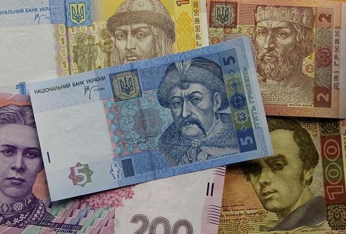 Банкноты украинской гривны. | Фото: glocdn.investing.com.
