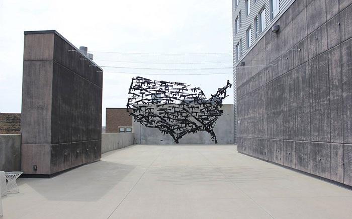 Инсталляция концептуального американского художника Michael Murphy.
