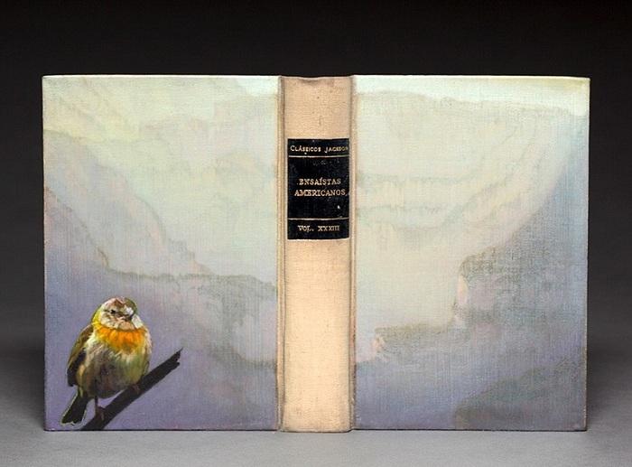 Птица и среда ее обитания, вырезанная из листов книги.