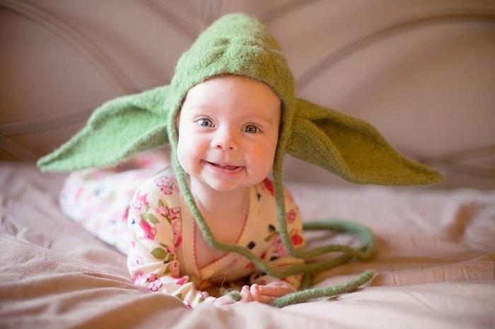 Оригинальная шапка с ушками для малыша.