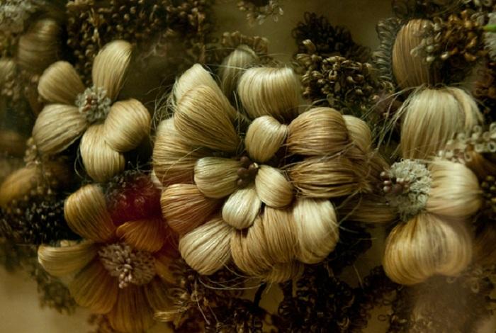 Украшения из волос умерших. | Фото: mentalfloss.com.