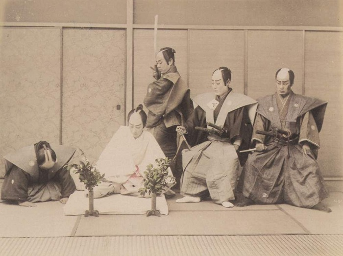 Кайсяку – воин, который после харакири отрубал голову самураю. | Фото:  japanmeiji.ru.