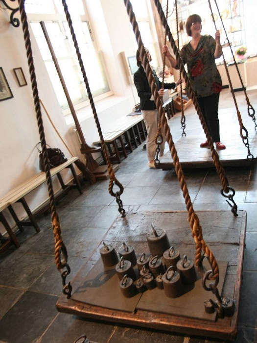 Вес ведьмы по законам XVI-XVII вв. не должен быть меньше 50 кг.| Фото: amusingplanet.com.