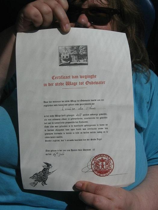 Сертификат о том, что взвесившийся не является ведьмой или ведьмаком. | Фото: amusingplanet.com.