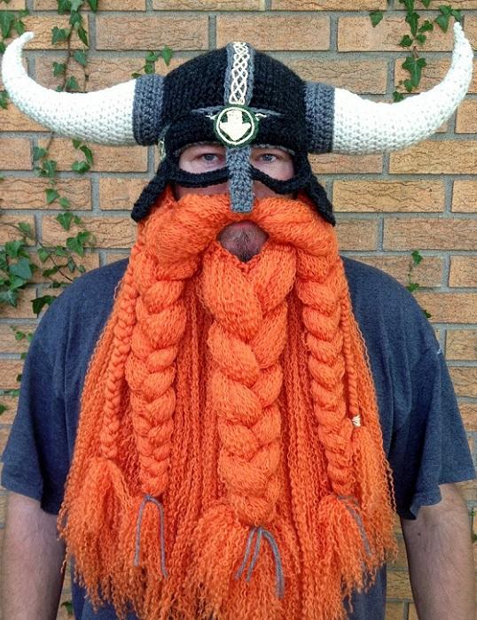 Вязаный шлем и борода викинга.