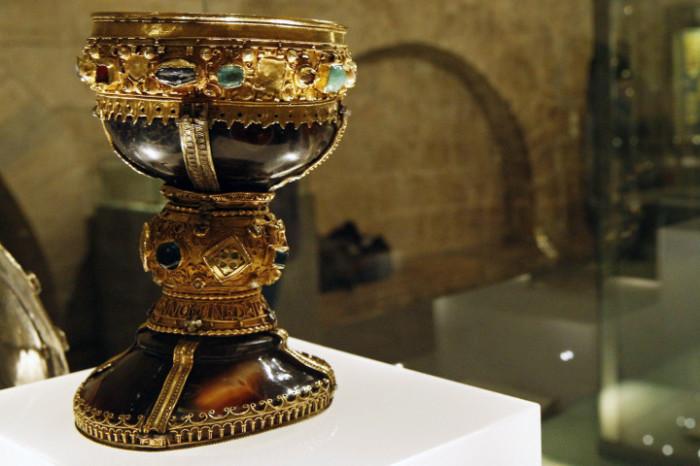 Чаша, хранящаяся в Леоне (Испания), которую принимают за Святой Грааль. | Фото: ancient-code.com.