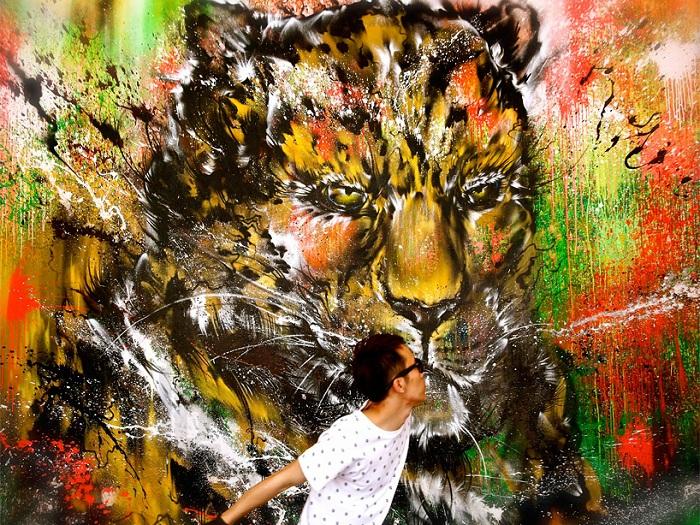 Рисунок, выполненный брызгами красок.