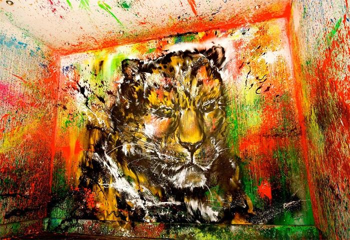 Портрет леопарда, нарисованный брызгами.