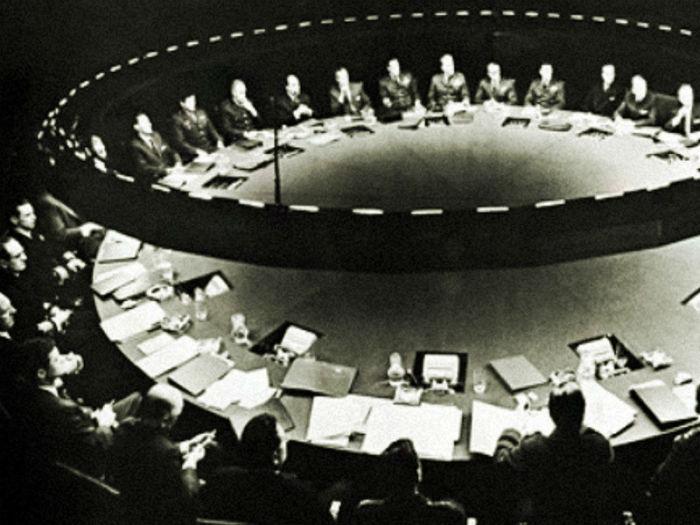 Некоторые считают, что вся мировая правящая верхушка состоит в ордене иллюминатов. | Фото: trendymen.ru.