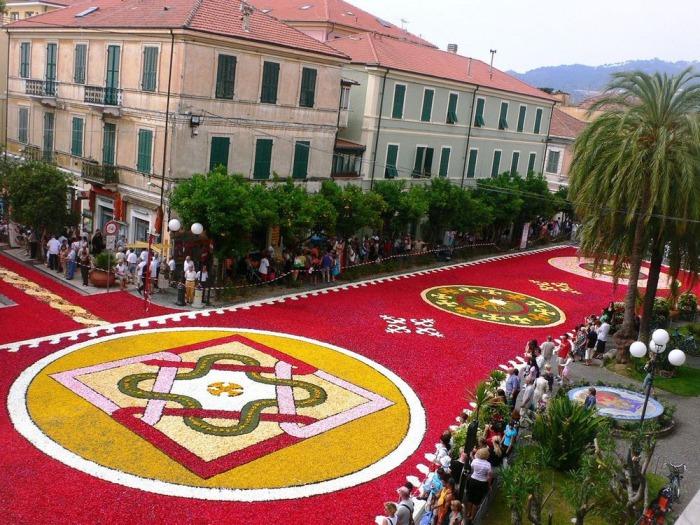 Цветочные ковры на улицах Италии.