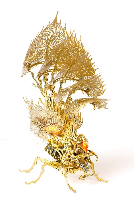 Скульптура-лампочка Gold Insecta Lamp.