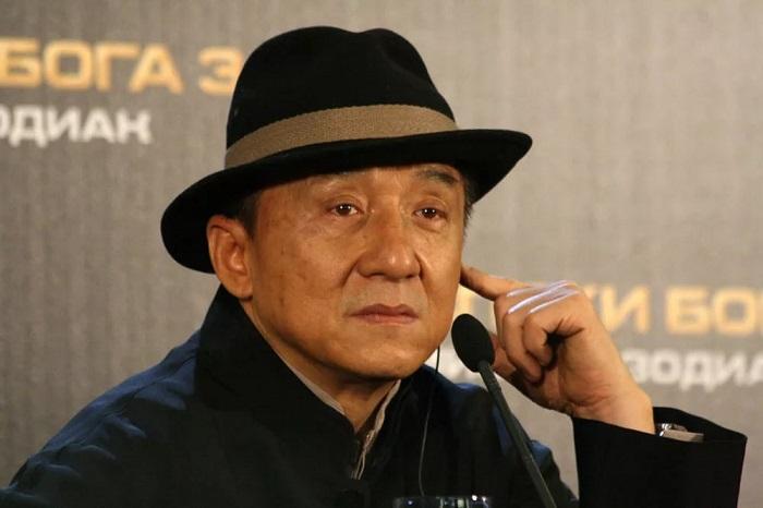 Джеки Чан - многогранная личность в кинематографе. | Фото: badumka.ru.