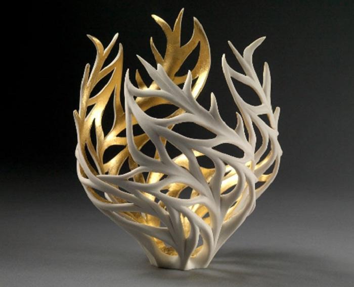 Скульптура, покрытая внутри сусальным золотом.