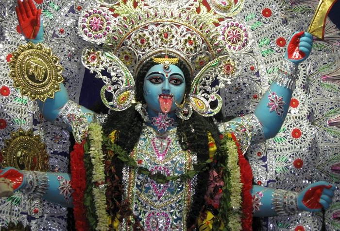 Кали - самая темная богиня в Индии. | Фото: desinema.com.