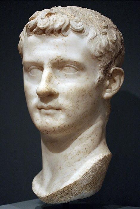 Бюст императора Гая Калигулы. | Фото:  ancientrome.ru.