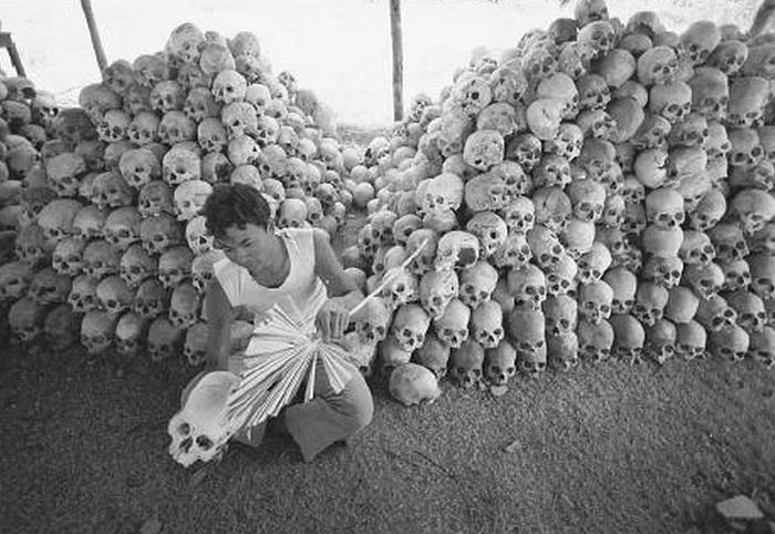 Останки людей, погибших от геноцида красных кхмеров. | Фото: news-front.info.