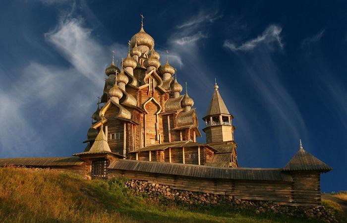 Церковь Преображения Господня на острове Кижи. | Фото: playcast.ru.