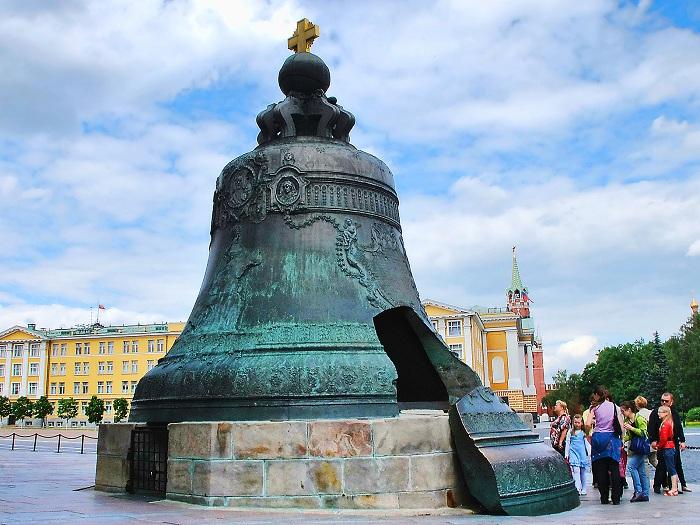 Царь-колокол - памятник литейного искусства. | Фото: fotowallpapers.ru.