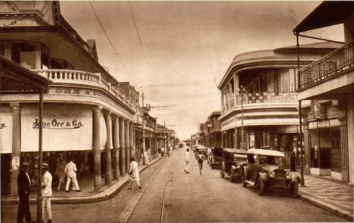 Улица в Мозамбике, практически не отличавшаяся от европейских проспектов.