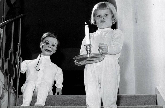 Снимок дочери чревовещателя Эдгара Бергена и его куклы. | Фото: dlyakota.ru