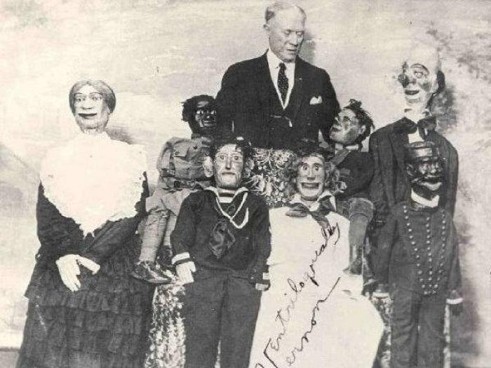 Целая «семья» говорящих кукол. | Фото: allday.com.