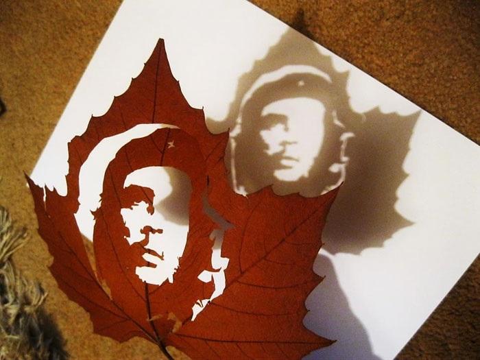 Изображение Че Гевары на сухом листе.