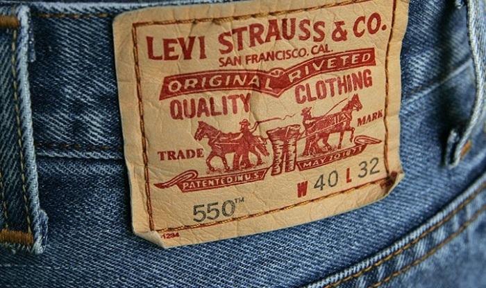 Фирменная этикетка на джинсах Levi Strauss.   Фото: content.bnddlr.com.