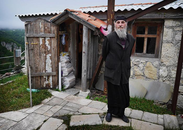 Монах Максим Кавтарадзе. | Фото: lifebuzz.com.