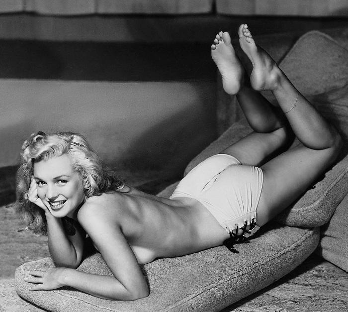 19-летняя Мэрилин Монро подрабатывала моделью за 10 долларов в час. | Фото: messynessychic.com.