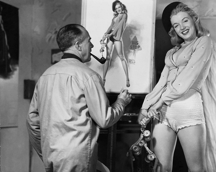 Эрл Моран (Earl Moran) рисует пин-ап-плакат с изображением Мэрилин Монро. | Фото: messynessychic.com.