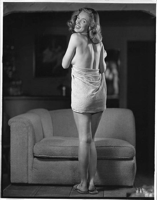 Мэрилин Монро в полотенце. | Фото: messynessychic.com.