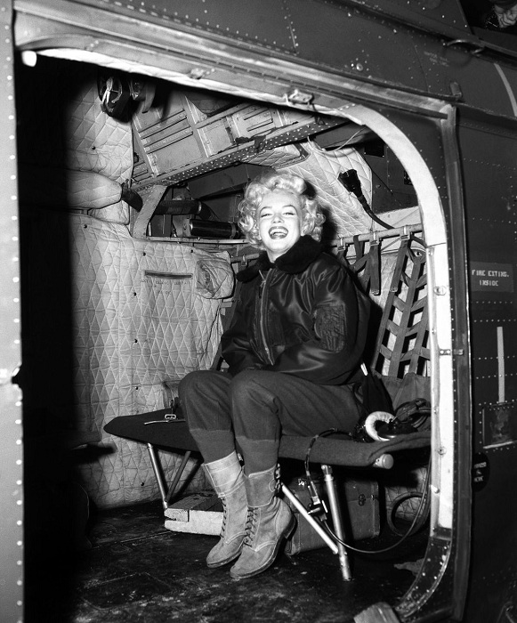 Мэрилин Монро в Корее (1954). | Фото: mashable.com.
