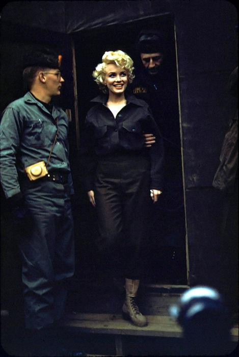 Поездка Мэрилин Монро в Корею (1954). | Фото: mashable.com.