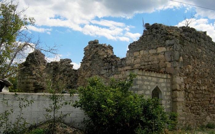 Развалины мечети Бейбарса в г. Старый Крым. | Фото: alushta-kurort.com.