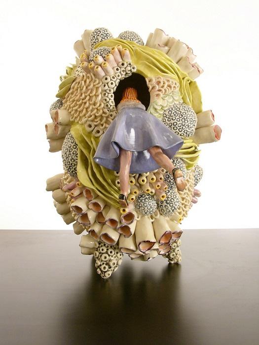 Миниатюрная керамическая скульптура.
