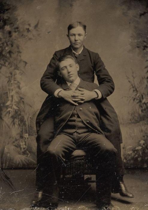 Недвусмысленное фото молодых людей, 1870-1880-е гг. | Фото: mashable.com.