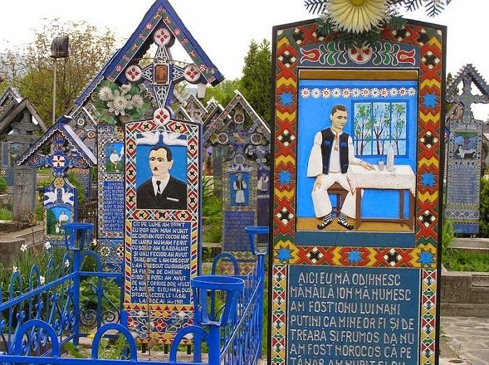 Веселое кладбище в румынском городке Сапанта.