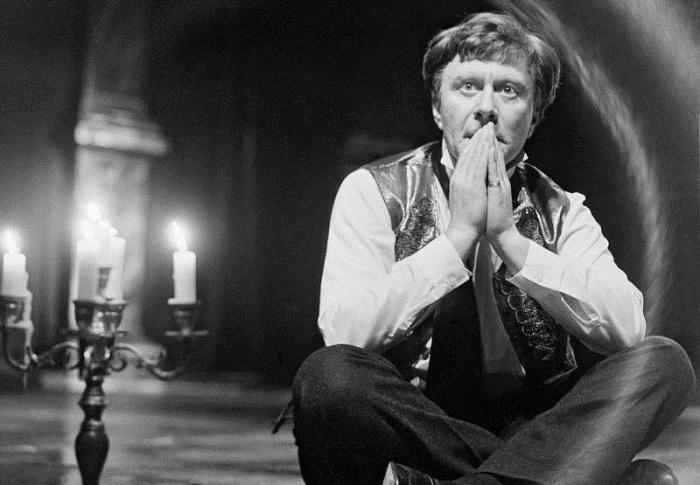 Андрей Миронов в роли Клаверова в спектакле «Тени», 1987 год. | Фото: files.vm.ru.