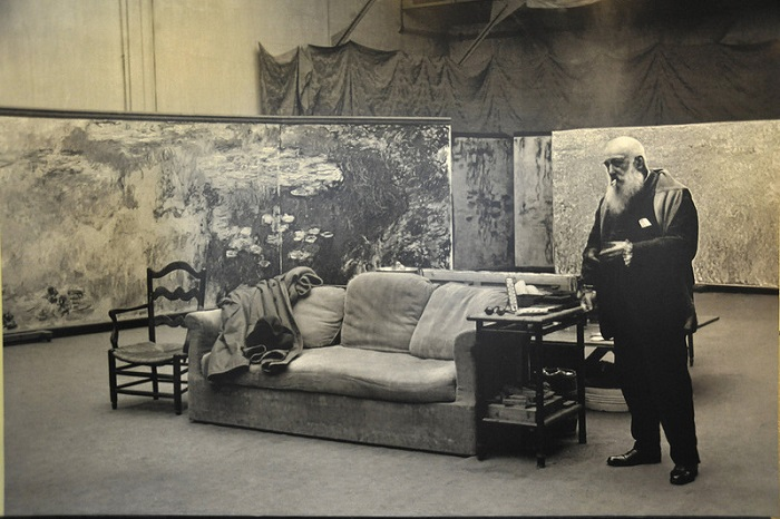 Клод Моне в своей мастерской. | Фото: img-fotki.yandex.ru.