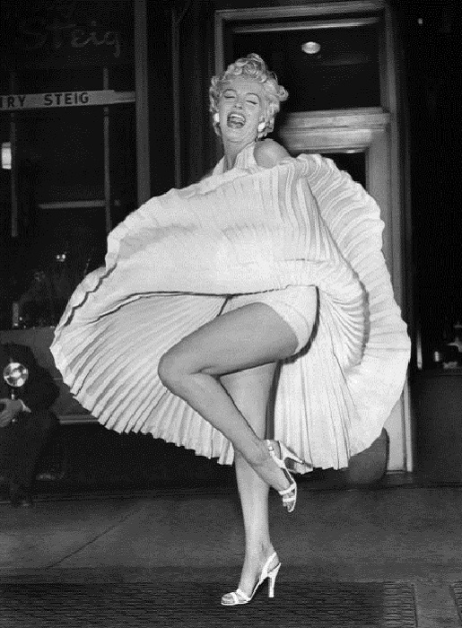 Платье Мэрилин Монро, ставшее визитной карточкой актрисы. | Фото: thevintagenews.com.