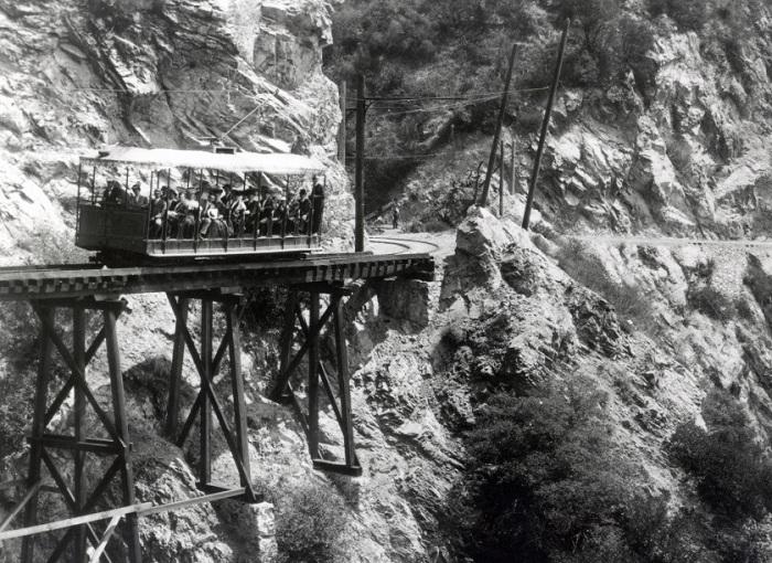 Mount Lowe - экстремальная железная дорога, построенная на деревянной эстакаде.