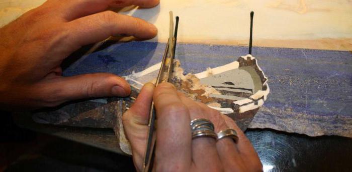 Скрупулезный процесс изготовления каменного панно. | Фото: aikido-mariel.ru.